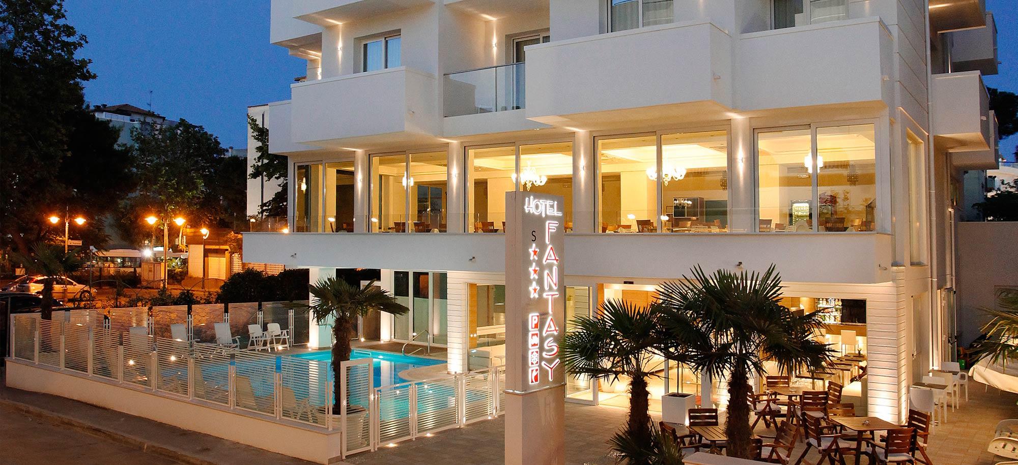 Hotel riccione 3 stelle superior con piscina hotel fantasy for Hotel siracusa 3 stelle